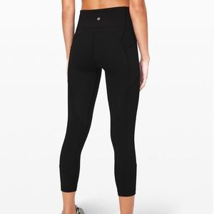 NWT LULULEMON ALL THE RIGHT PLACES 4